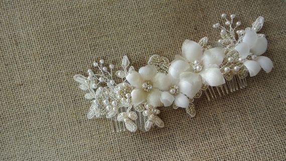 He encontrado este interesante anuncio de Etsy en https://www.etsy.com/es/listing/175312193/bridal-headpiecebridal-hair-comb-pearl