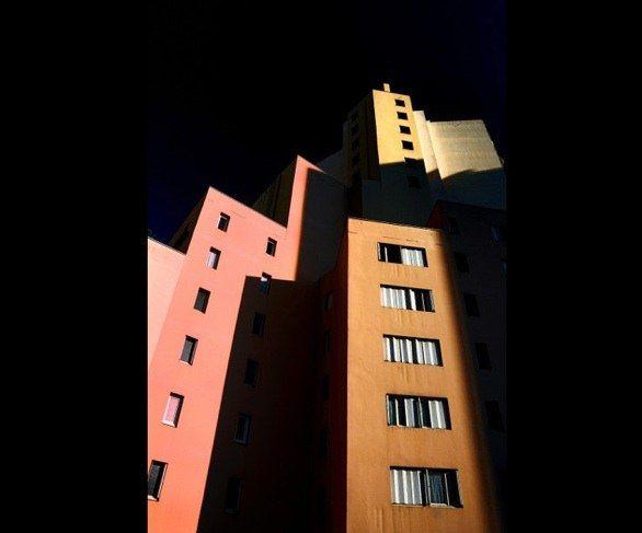 I Paesaggi Urbani di Eric Forey aka Kala: dal Gabinetto del dottor Caligari a Mondrian