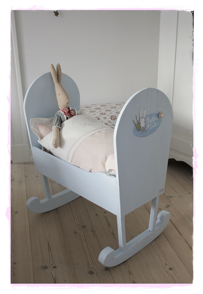 Old cradle, which I have painted and sewn with linen.