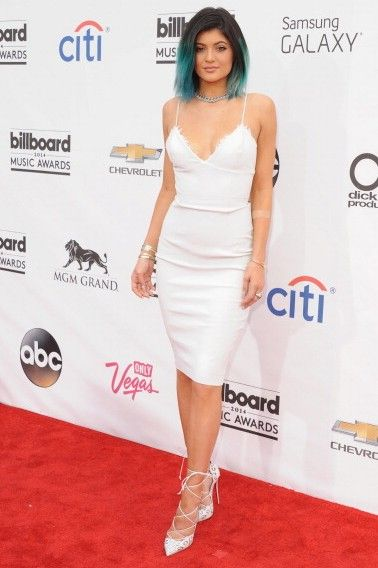 Kylie Jenner with Louboutin Impera pumps, white dress and blue hair at the Billboard Music Awards