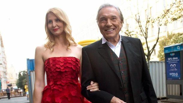 Karel Gott und seine Ehefrau Ivana im Oktober 2014 in Prag. (Quelle: dpa)