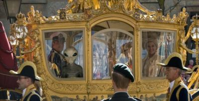 Liefdenetwerk Nederland • View Topic - 2013 - Alien CAUGHT in royal golden coach (VERY SCARY!!) HD