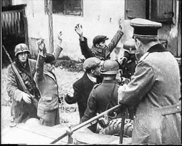 """За что сражались советские люди. """"Немцами истреблены в захваченных ими районах сотни тысяч наших мирных людей. Как средневековые варвары или орды Аттилы, немецкие злодеи вытаптывают поля, сжигают деревни и города... И. Сталин, 6 ноября 1943 г."""
