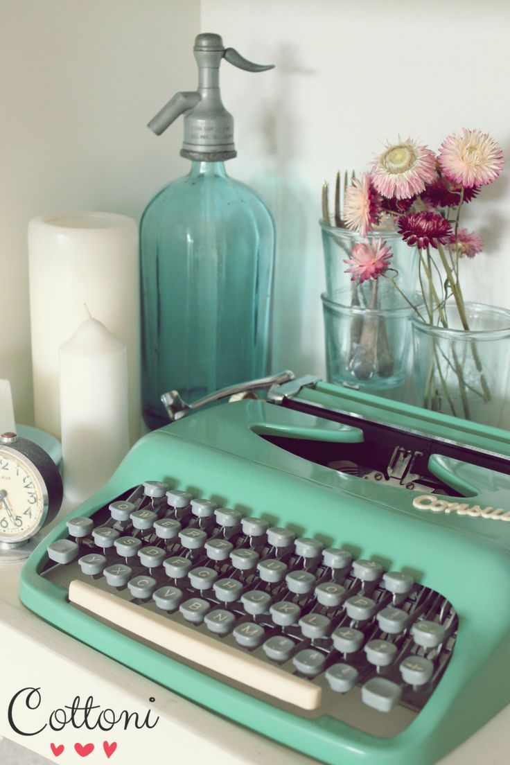 Vintage turquoise green Consul Typewriter, Portable retro typewriter made in  Czechoslovakia excellent condition with case by Cottoni on Etsy