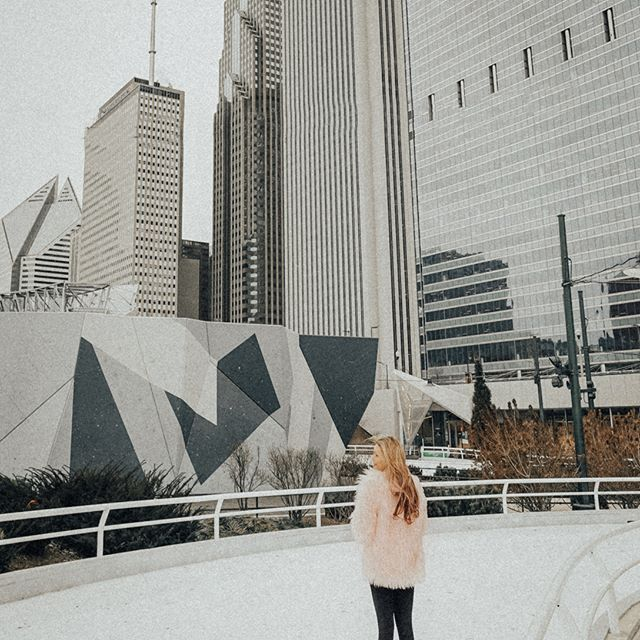 ❄️It's not winter without Ice Skating⛸️⛄️❄️#DaleyPlaza #Chicago  ➖➖➖➖➖➖➖➖➖➖  #milleniumpark #winter #travel #cityskyline #instachicago #ootd #travelgram #fashionstyle #instafashion #streetstyle #influencer #fashion #chitown #travelblogger #citylife #wiw #ootd #styleblogger #fsblogger #outfit #fo
