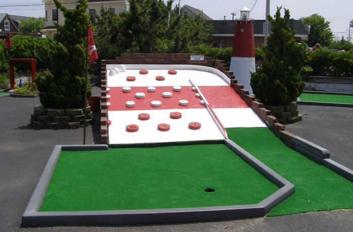 STRANGE MINIATURE GOLF COURSES AND PUTT PUTT HOLES - PINBALL HOLE
