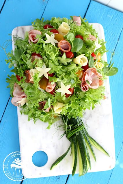Pullahiiren leivontanurkka: Voileipäkakun uusi muoto - kukkakimppu