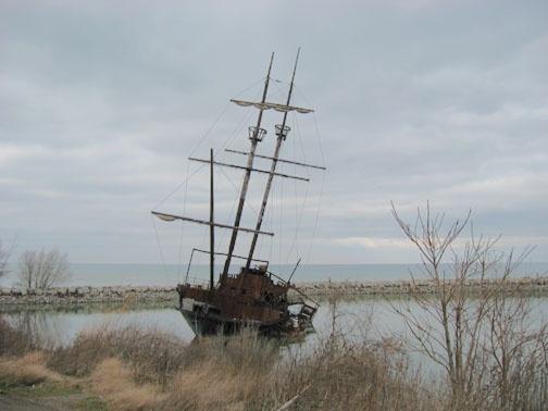 Abandoned Ship near Hamilton, Ontario #hamont #TimeToSee