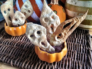 these are sooooo cool - great way to get healthy into kids  - ShowFood Chef: Cowboy Black Bean Dip - and Halloween Scary Food Idea~