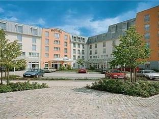 Zwickau ACHAT Premium Zwickau Germany, Europe ACHAT Premium Zwickau is conveniently located in the popular Zwickau area. Offering a variety of facilities and services, the hotel provides all you need for a good night's sleep. Service-minded staff will welcome and guide you at the ACHAT Premium Zwickau. Comfortable guestrooms ensure a good night's sleep with some rooms featuring facilities such as heating, desk, telephone, satellite/cable TV, toiletries. The hotel offers variou...