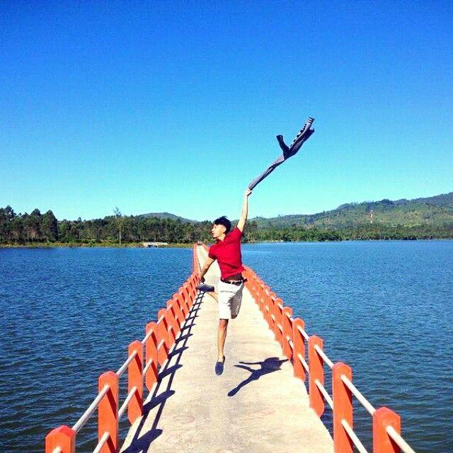 Situ Cileunca merupakan salah satu rekomendasi destinasi wisata di bandung. Aktfitas yang paling populer di danau atau situ ini adalah rafting pangalengan. Namun masih ada aktifitas menarik lainnya yang bisa dilakukan di situ cileunca pangalengan ini