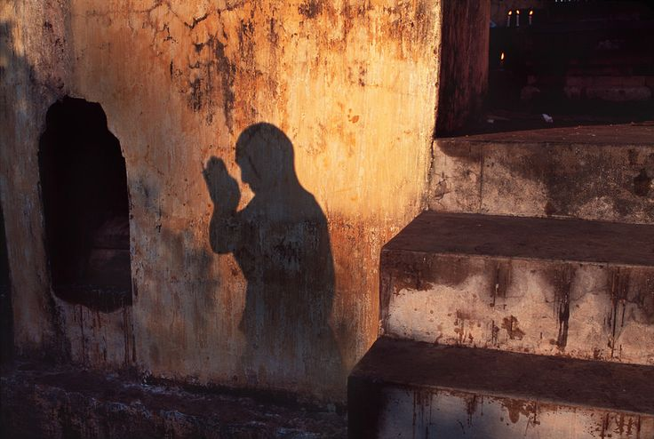 Tibetan monk prostrating at a prayer festival in Bodh Gaya, India, 2001, by Steve McCurry