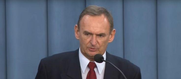 """""""Obiecał sponsorów i złote góry, a oszukał prezydenta"""" - mówi osoba z otoczenia Lecha Wałęsy."""