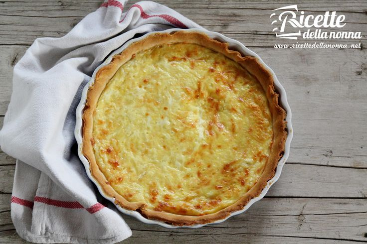 La crostata al formaggio, che non ha nulla a che vedere con una cheesecake, è una torta salata adatta a molte occasioni. Preparazione Iniziate con il preparare la pasta frolla salata: disponete le uova a fontana, mettete nel mezzo il burro tagliato a pezzetti, il tuorlo d'uovo e un pizzico di sale. Impastate il tutto per […]