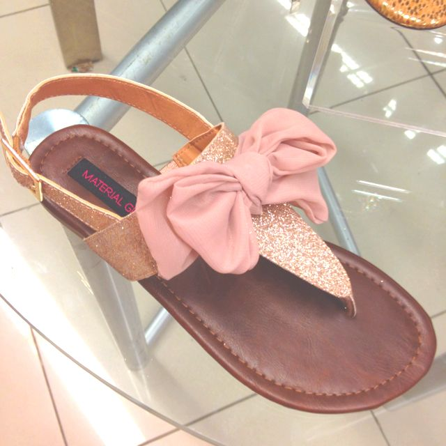Love these!: Shoes, Fashion, Bow Sandals, Summer Sandals, Pink Bows, Big Bows, Bows Sandals, Glitter, Materials Girls