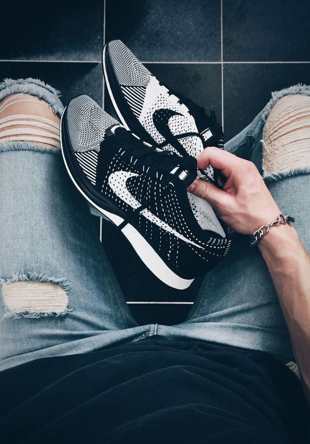 Oreo flyknit racers and distressed denim. Long black tee.