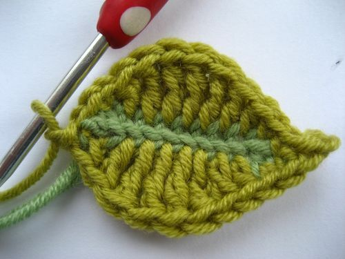 """Crochet leaf (and flower) tutorial - wouldn't a """"vine"""" of these be cute sewn to the neckline of a top?"""