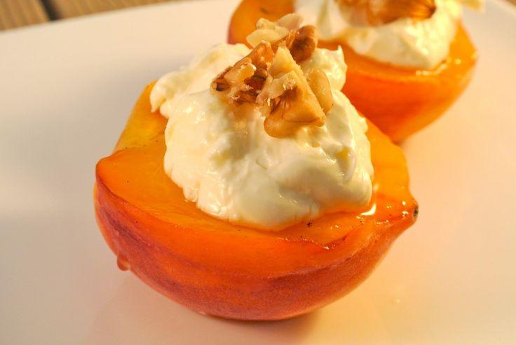 Gegrilde perzik met monchou, honing en walnoten -- Op m'n kleine tosti grill?