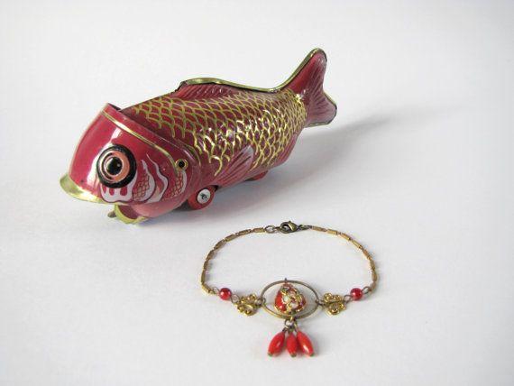 Bracelet chinois perle cloisonnée rouge par MysteriousCircuss