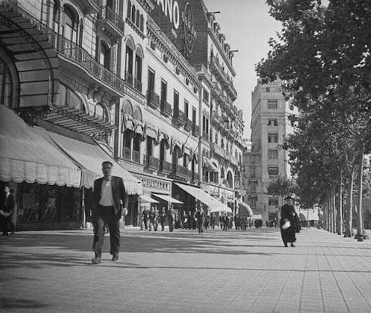Olivera i Folch 1934 - Passeig a la Plaça de Catalunya de Barcelona.