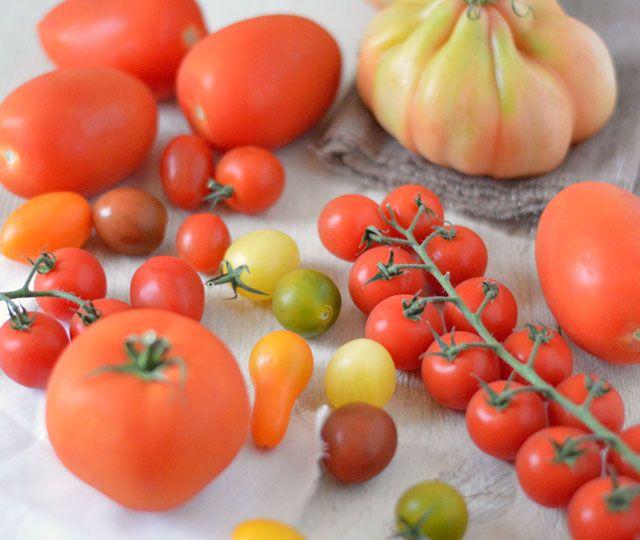 Zelfgemaakte pastasaus van rijpe tomaten, wortel en heerlijke smaakmakers. Makkelijk recept waarmee je snel kunt genieten van een heerlijke pastasaus.