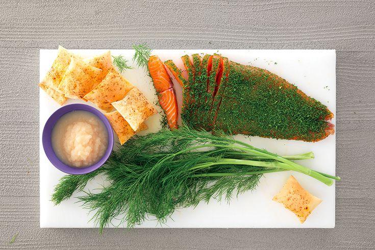Salmone marinato all'aneto e cracker alla paprica