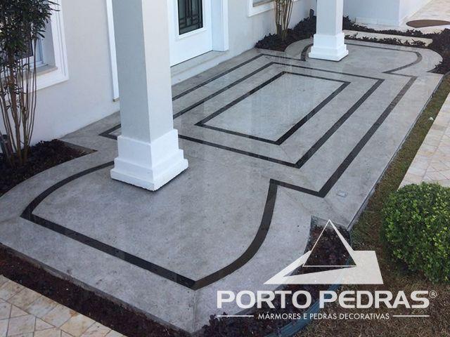 Piso do hall de entrada em tapete de granito Preto Absoluto e Branco Itaúnas