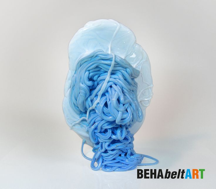 SMURF Funny light-blue figure with a white flat hat. Size: 16x25cm Art · Sculpture · Plastic · TEP · Kunst. art@behabelt.com