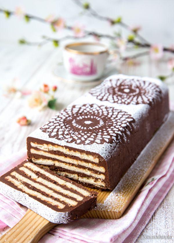 Rex-kakku edustaa 50- ja 60-lukujen kakkutrendiä. Säännöstelyn loputtua saatiin herkutella vähän