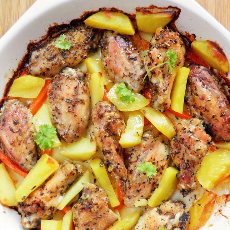 Pieczone skrzydełka z ziemniakami i marchewką