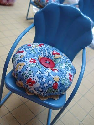 """LAWN CHAIR PINCUSHION BY LORI HOLT """"BEE IN MY BONNET"""" – Pin cushions and thimbles"""