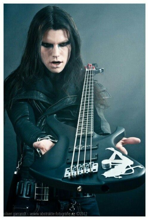 Class Genayde mit seiner Bassgitarre ☺