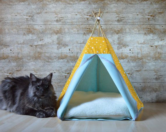This cat bed entirely handcrafted by me makes the delight of pets and their owners. Indeed, it transforms your cat or your small dog into a