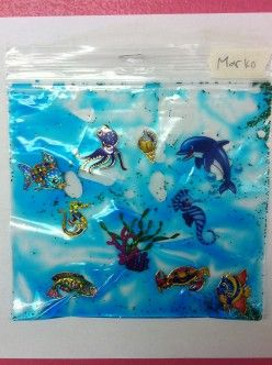 Using puffy stickers to simulate marine animals in the water squeeze bag.