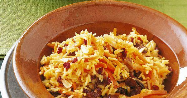Die kleinen roten Beeren des Berberitzenstrauches schmecken leicht säuerlich. Man bekommt sie getrocknet in iranischen oder türkischen Geschäften.