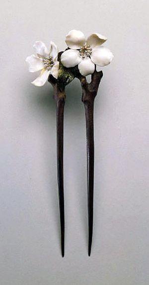 "Hairpin ""Flowers of apple"" (Museum of Decorative Arts, Paris) by Lucien Gaillard, 1902"