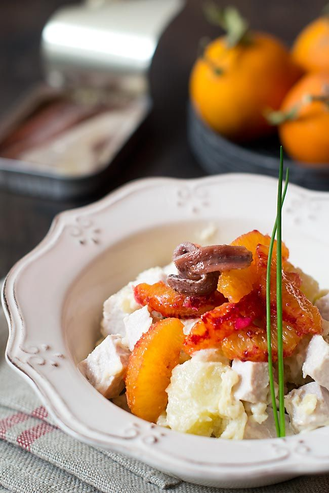 Ensalada de naranja sanguina, anchoas y lomo asado