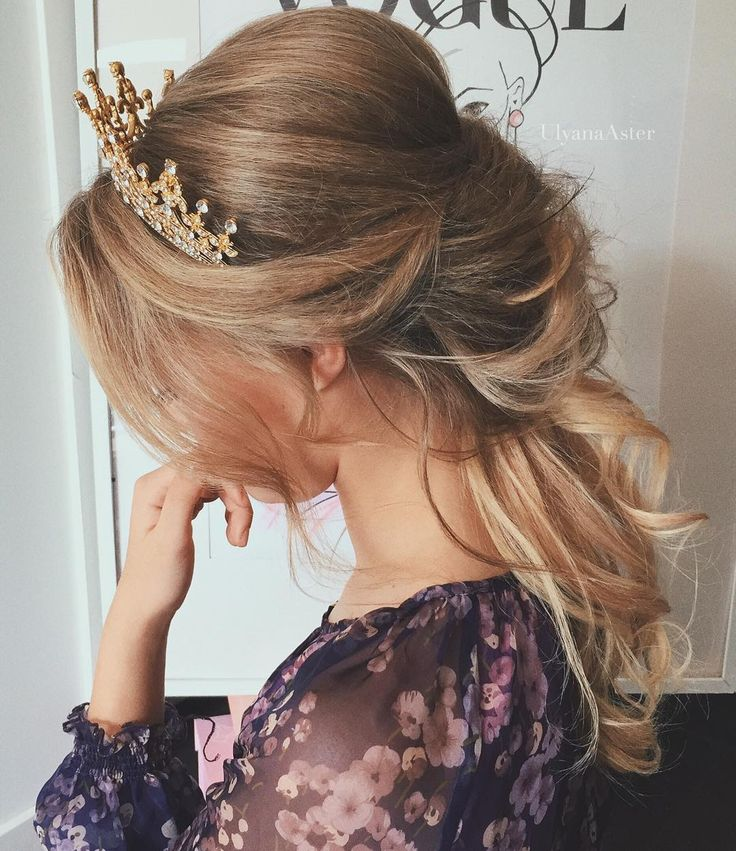Boho vibes with this hair crown.