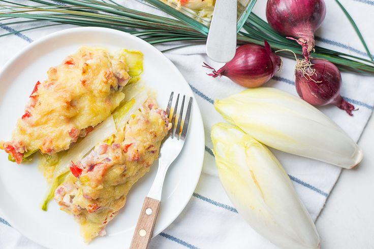 Gekookte of rauwe witlof beu? Maak dan eens deze gevulde witlofschuitjes uit de oven. Lekker kruidig door de Boursin en gevuld met groenten.
