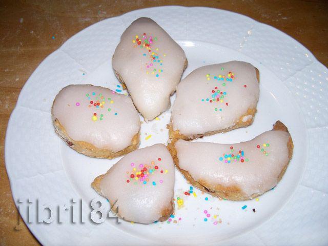 I papassini sono tipici biscotti sardi per le feste. La ricetta originale prevede l'uso digrassi animalie uova in