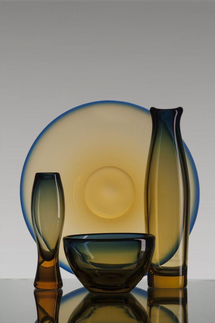 Misa, patera i wazony, szkło sodowe, Huta Sudety  w Szczytnej Śląskiej, projekt form Z. Horbowy, lata 60. XX w.  Co nam zostało z tych lat? - polska sztuka użytkowa 1956-1975 – wystawa w Centrum Promocji Kultury Praga – Południe czynna od 8 do 20 maja 2015 r., ul. Podskarbińska 2, Warszawa. http://artimperium.pl/wiadomosci/pokaz/563,co-nam-zostalo-z-tych-lat-polska-sztuka-uzytkowa-1956-1975#.VUJy-fntmko