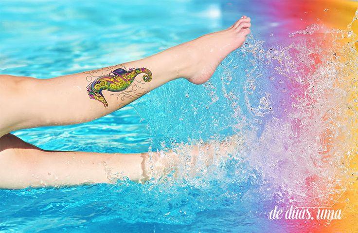 tatuagem cavalo marinho panturrilha de duas uma