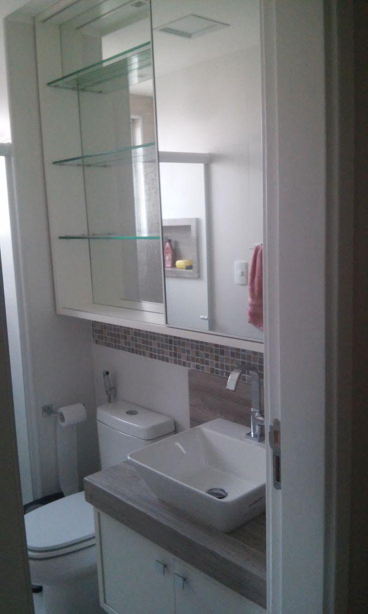 Armário Banheiro com porta de correr superior em espelho com prateleiras de v -> Armario De Banheiro Com Espelho Oval