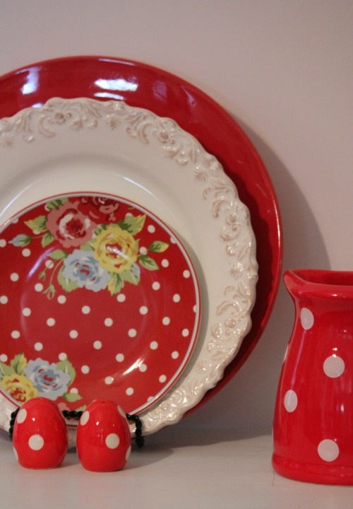 Cozy Little House  Red polka dot plate and white lace & 13 best Polka Dot Plate Fetish images on Pinterest | Dots Polka dot ...