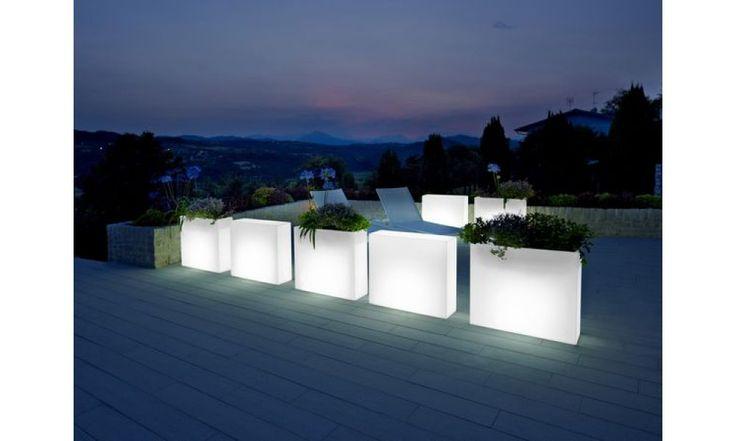 Podświetlane donice stworzą wyjątkowy nastrój w Twoim ogrodzie ;)