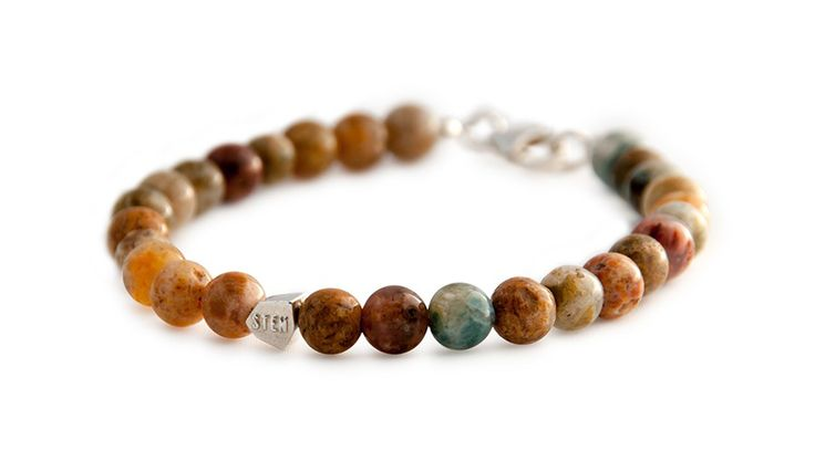 When selecting the beads for the India Agate bracelet we wanted it to look like you had a bit of a sandy beach on your wrist. Colors vary from yellow, brown, grey, blue, red and beige. This bracelet is easy to match with any other STEN bracelet.