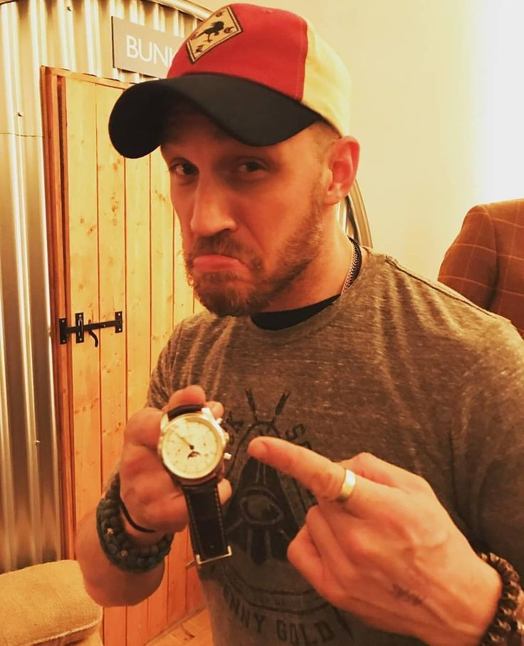 """Tom Hardy en Instagram: """"#Repost via @johannes_watches #TomHardy with my Bremont 1918 watch! What a legend…"""""""