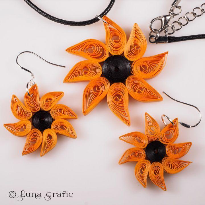 Cercei si medalion hand-made Quilling - Floarea Soarelui Cercei si medalion realizati manual din hartie colorata quilling de 3 mm. Se pot comanda atat impreuna cat si separat. La cerere se pot realiza si cu alte culori. Tortitele cerceilor pot fi de argint sau din aliaj fara plumb, nichel sau cadmiu.
