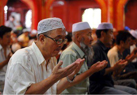 Berita Islam ! Larang Muslim Uighur Berpuasa Komunis Cina Perintahkan Pejabat Negara Tinggal di Rumah Keluarga Muslim Share ! http://ift.tt/2rSiA2s Larang Muslim Uighur Berpuasa Komunis Cina Perintahkan Pejabat Negara Tinggal di Rumah Keluarga Muslim  Pemerintah komunis Cina kembali membuat aturan rasis dan diskriminatif terhadap umat Islam Uighur. Kali ini pemerintah Xinjiang membuat aturan yang mewajibkan para pejabatnya tinggal di setiap rumah keluarga Muslim. Pejabat yang tinggal di…