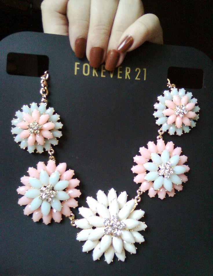 Collar de girasoles rosados con celeste, aclaro no es de Forever 21 es de Siman.